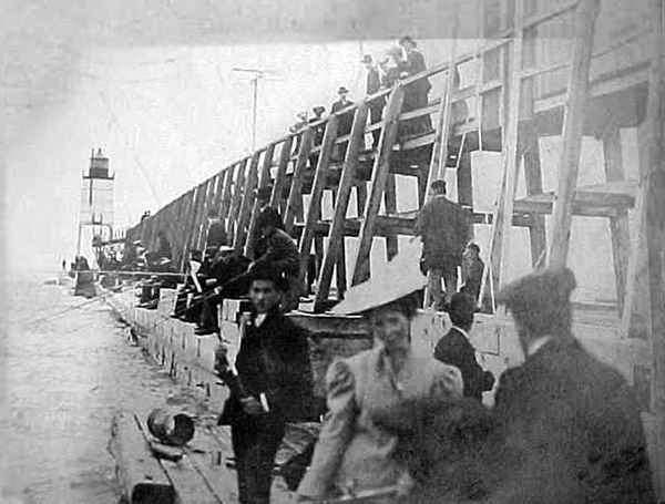 History-14-03-Structure8-5-1906 Holland pier